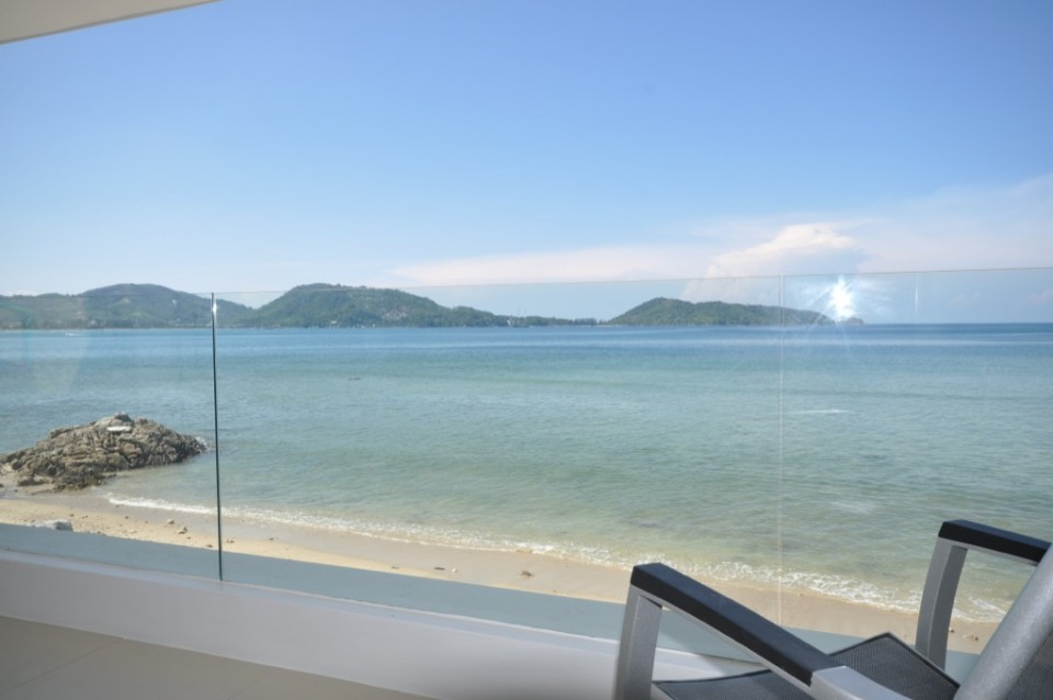 3 bedroom Beachfront villa in Patong