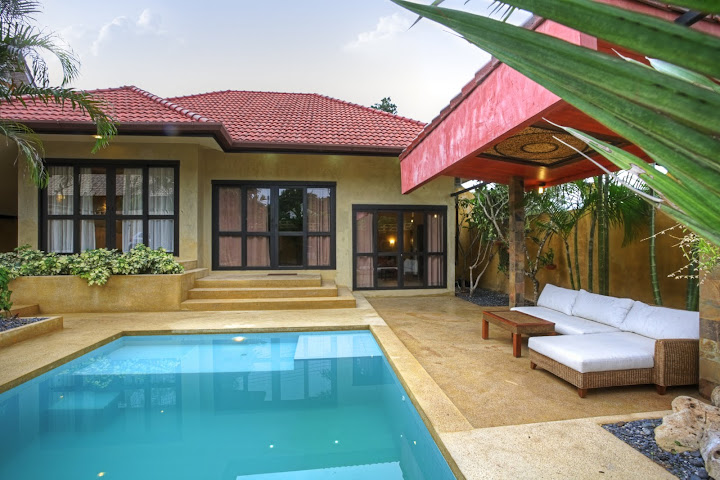 3 bedroom villa walking distance to Nai Harn beach